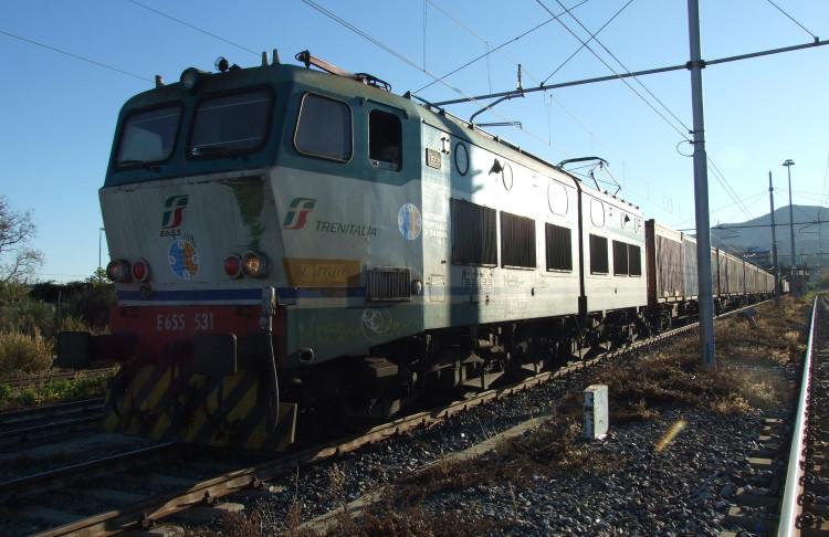 Partito il primo treno destinato a collegare vado ligure for Il porto torino